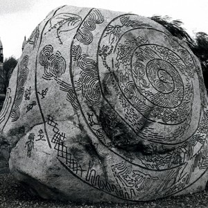 Bill Vazan,  Story Rock, 1986. Pierre, gravier, tourbe, Lachine. 243 cm de diamètre. Photo : C. Desjardins.