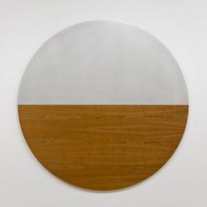 Martha Townsend, TONDO TONDO, 2006. Aluminium, mdf, placage de cerisier. 152 cm (diammètre) x 3 cm. Photo : Guy L'Heureux. Collection de l'artiste - Courtoisie : Galerie Roger Bellemare / Galerie Christian Lambert.