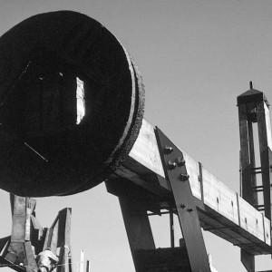 André Fournelle, Poly Balancier, 1966. Fonte, poutres en H, acier, bois laminé, béton, fibre de verre. 9,14 x 13,71 m. Photo : avec l'aimable permission de l'artiste.