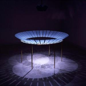Barbara Steinman,  Roulette, 1993-2005. Sculpture sonore, laiton et verre gravé. 101 x 182 cm. Photo avec l'aimable autorisation de l'artiste.