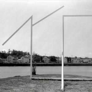 Jean Bélanger, Arc de triomphe, 1975. Métal. 487 x 304 x 365 cm. Photo: Perry Gagné.