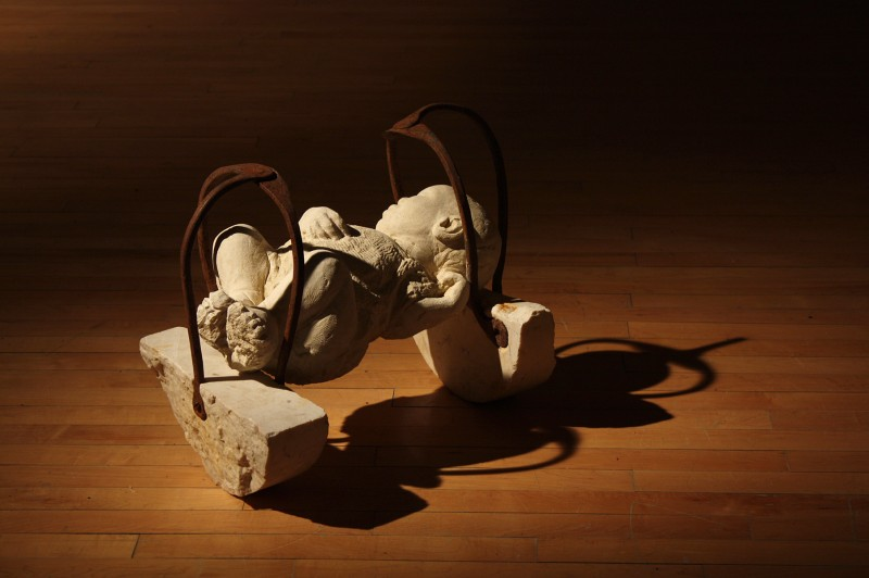 Pascale Archambault,  Berceau - Capteur de rêves, 2008. Collection privée Isabelle de Mévius.