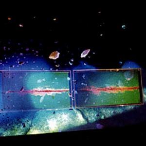 Georges Dyens, Big Bang III, 1998. Hologrammes et resine de polyestere. 300 x 45 x 65 cm. Photo avec l'aimable autorisation de l'artiste.