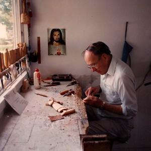 Ferdinand Boucher travaillant dans son atelier. Photo avec l'aimable autorisation de Julie Boucher.