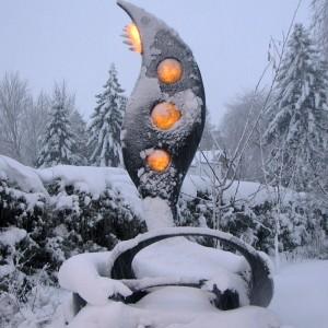 Jacques Malo,  L'accomplissement, 2010. Acier, verre et fibre de verre. 180 x 300 x 180 cm. Nicolet, Québec. Photo avec l'aimable autorisation de l'artiste.