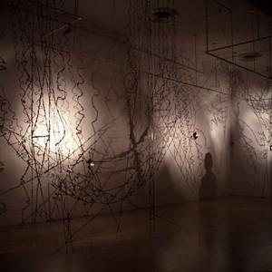 Gilles Morissette, Zone d'énergie, 1995. Papier, métal, lampe halogène. Photo avec l'aimable autorisation de l'artiste.