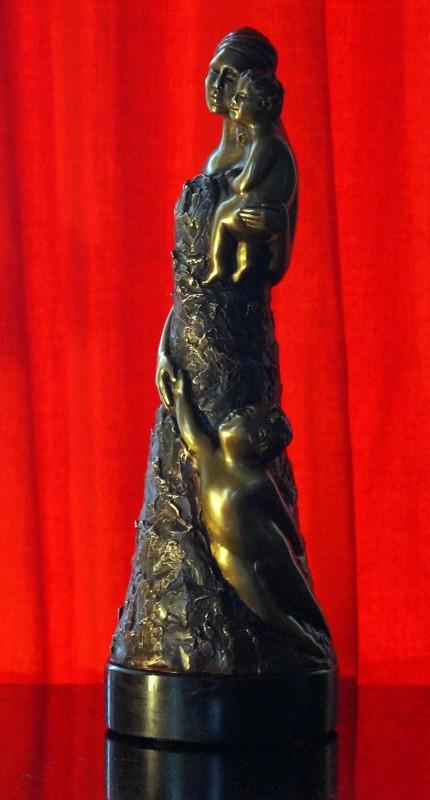 Manon Farmer, Osmose.  2004. Bronze. 30,5 x 10 cm. Photo :  Nathalie Lapointe