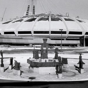 Jean-Paul Riopelle, La Joute,1976. Bronze. Stade Olympique, Montréal. Photo: Claudette Desjardins.