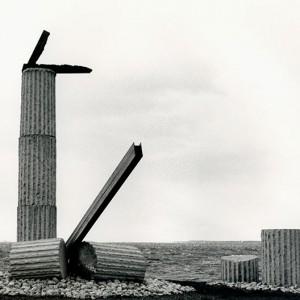 Dominique Rolland, Le phare d'Archimède,1986. Acier, granite et néon. 1066 cm (H). Lachine. Photo: Claudette Desjardins.