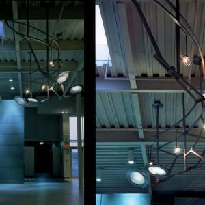 Suzan Vachon,  Quatre instruments d'observation ou Objets pour faire briller les lucioles (1),  1997.  Aluminium, verre trempé, spots halogènes, lentilles macros. Photo: Richard-Max Tremblay.