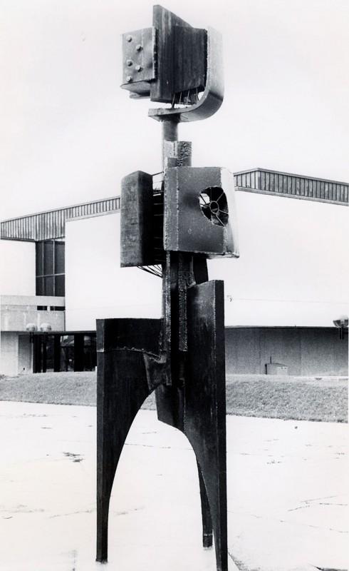 Yves Trudeau,  Le phare du cosmos, 1965. Bois et acier. 950 m. Photo: Claudette Desjardins, Musée d'art contemporain de Montréal.