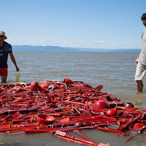 Georges Audet, Plancher flottant, 2012. Pièces de bois récupérées, corde. 245 x 400 cm. Photo : Jean Sébastien Veilleux.