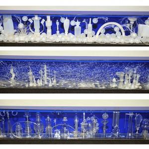 Diana Boulay, Apocalypse (dessus), 2013. Tempesta (milieu),  2012. Sérénité (dessous), 2013. Plastiques récupérés opaques, semi-transparents, coffres acryliques récupérés. Photo avec l'aimable autorisation de l'artiste.