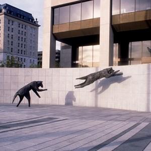 Lucienne Cornet, Le Quatuor d'airain, 1996. Bronze. 300 x 1500 x 600 cm. Centre des congrès de Québec. Photo : Louise Bilodeau.