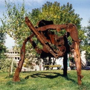 Don Darby, La Grosse Bertha, 1993. Acier industriel récupéré. 2,5 x 3 x 3 m.