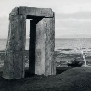 Tatiana Demidoff-Seguin, Passage, 1982. Ciment fondu vitrifié. 244 x 274 x 122 cm.  Photo : Yvan Roy.