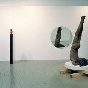 Andrew Dutkewych, Cactus, 1999. Bronze, pierre calcaire, bois, miroir. 140 cm (H).  Photo avec l'aimable autorisation de l'artiste.