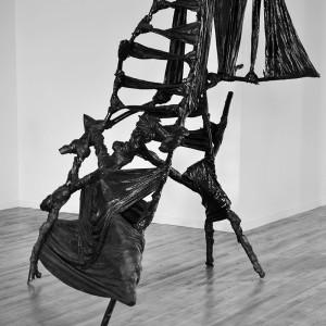 Grégoire Ferland, Je Préhistoire, 2010. Bois, tissus,résine. 200 x 230 x 145 cm. Photo avec l'aimable autorisation de l'artiste.
