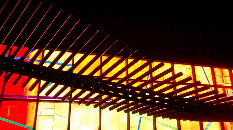 Marcelle Ferron, Verrière et sculpture, 1981. Verre antique et acier inoxydable. Station de métro Vendôme, Montréal. Photo: Alexandre Nunes.