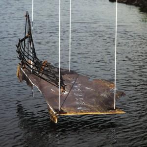 André Fournelle, Resecare, 1990. Acier. 2,5 m. Élément de sculpture suspendu sous un pont à Lachine. Canal Lachine, Lachine. Photo avec l'aimable autorisation de l'artiste.