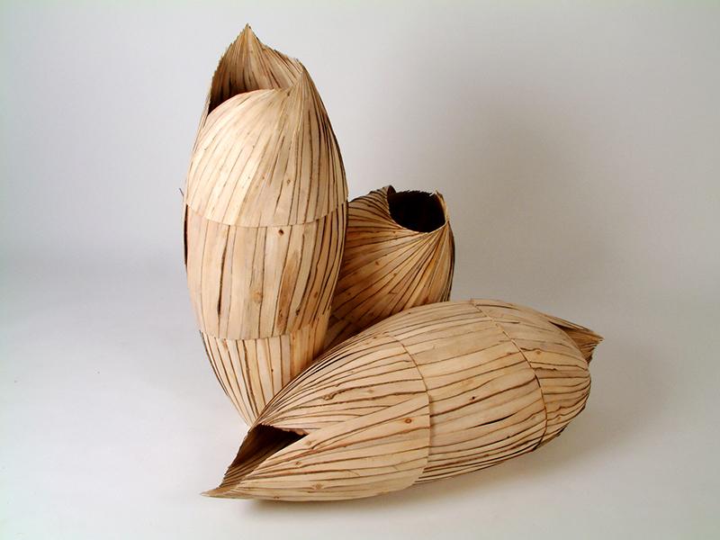 Gérard Fournier, Trois formes poids plumes, 2004. Bois. 120 x 120 cm. Photo : Michel Rondeau.