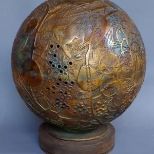 Aristide Gagnon, Sphère de la poétique, 2007. Bronze. Sphère de 12 pouces de diamètre et de 15 pouces de haut  avec la base. Photos : Nicolas Gagnon.