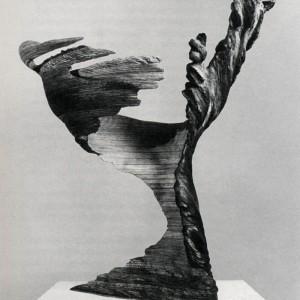 Christiane Gauthier, Sans titre , 1986. Bois, pigments. 90 x 90 x 100 cm. Photo : Denis Farley, avec l'aimable courtoisie du Musée d'art contemporain de Montréal.