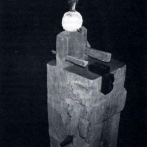 Roland Giguère,  Énigme II, 1990. Bois, métal, matériaux divers. 80 x 24 x 20 cm. Photo : É. Lachapelle.