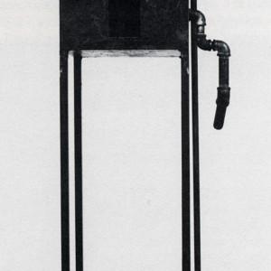 Betty Goodwin,  Room , 1988-89. Acier, cire, pastel à l'huile. 169 x 54 x 40 cm. Photo : Louis Lussier avec l'aimable autorisation de la Galerie René Blouin.