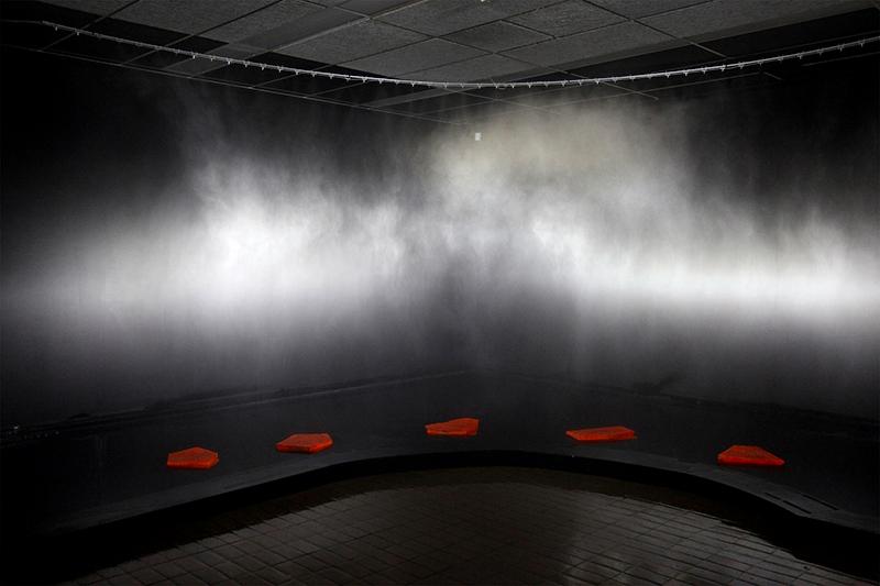 Diane Gougeon, Désenchantement / diane's rainbow, 2013. Bassin en néoprène, pavés, système d'éclairage au xénon, projection vidéo. Photo avec l'aimable autorisation de l'artiste.