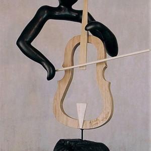 Denys Heppell, En musique, 1993. Hydrostone, bois, tiges de métal. 51 x 30 x 20 cm. Photo: Denys Heppell.