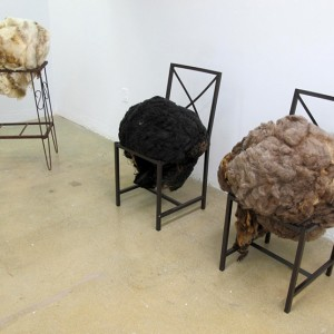 Danica Jojich, Sheep's Eyes, 2012. Laine et métal. Photo avec l'aimable autorisation de l'artiste.
