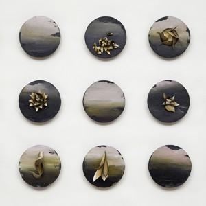 Lorraine Dagenais, Des cris, des silences et quelques soupirs, 2012. Huile, graphite et modelage de feuilles de bois de merisier. 96 x179 cm. Photo : Guy L'Heureux.