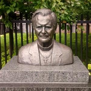 Paul Lancz, Buste du cardinal Paul-Émile Léger, 2007. Bronze. 43 cm (H). Place du Cardinal-Paul-Émile-Léger. Montréal. Photo: Alexandre Nunes.
