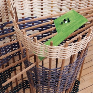 Marie-Chrystine Landry, Maintenant le paysage, 2006. Carton, bois, fibre synthétique. 121 x 75 x 37 cm. Photo : Guy L'Heureux.