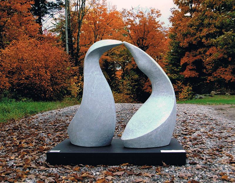Gilles Lauzé, Les butors, 2012. Fibre de verre. 152 x 243 x 121 cm. Photo avec l'aimable autorisation de l'artiste.