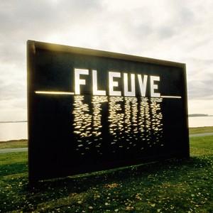 Lisette Lemieux, Regard sur le fleuve, 1991. Acier brut découpé. 350 x 613 x 20 cm. Parc Stoney Point, Lachine. Photo: Michel Dubreuil