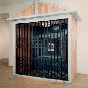 Jean-Marie Martin, Le Rêve Americain, 1992. Bois, formica, porte de métal, lumière et ampoule, ciment, tuiles de linoleum.  Format: 274 x 274 x 91 cm.
