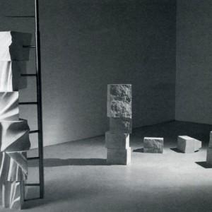 Claude Mongrain, Circuit lapidaire (Aller/retour), 2003. Pierres artificielles, aluminium. 300 x 300 x 450 cm. Photo : Paul Litherland.