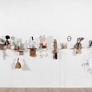Serge Murphy, La forme des jours, 2012. Matériaux divers. 670 x 121 cm. Photo :Pascal Grandmaison, Musée des beaux-arts de Montréal