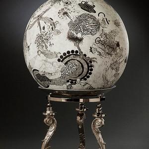 Paryse Martin, Récit lacrymogène, 2013. Papier mâché, encre de chine et métal ionisé. 139 x 76 x 76 cm. Photo : Renée Méthot.