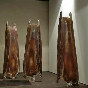 Laurent Pilon, Les danseurs, 1996. Composés résineux. 270 cm (H). Photo: Paul Litherland.