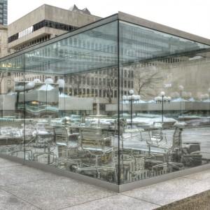 Nicolas Baier, Autoportrait, 2015. Acier inoxydable, verre. Œuvre commandée dans le cadre du 50e anniversaire de la construction de Place Ville-Marie (Montréal). © Nicolas Baier (2015). Photo : Nicolas Baier.