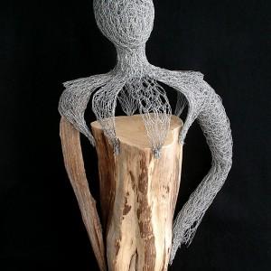 Ginette Robitaille, ELLE guerrière, 2012. Bois et broche d'acier. 83 x 48 x 30 cm. Photo avec l'aimable autorisation de l'artiste.