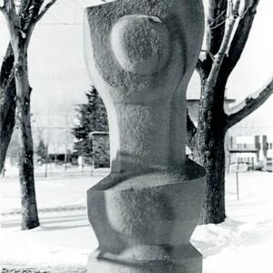 Ethel Rosenfield, Hommage au soleil, 1966. Pierre. Photo: Ginette Clément, Musée d'art de Joliette.