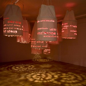 Danielle Sauvé,  Promesses (chercher à reconnaître),  2010. Canevas, acrylique, système électrique et lampes, 548 x 761 x 304 cm. Photo : Richard-Max Tremblay.