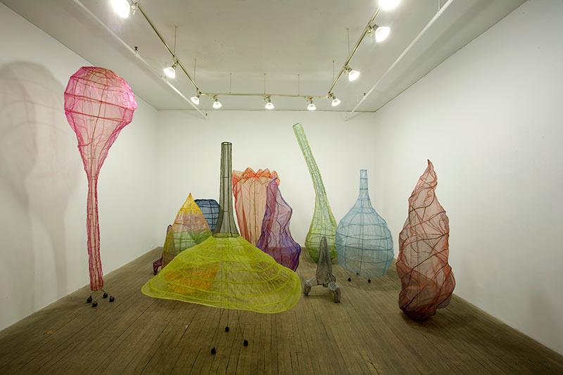 Sarah Stevenson, Forest,  2005. Fil métallique et tissu. Photo avec l'aimable autorisation de la Galerie René Blouin.