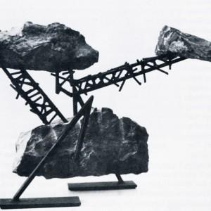 Jean Talbot, Sorbitus, 1988. Calcaire et acier. 48 cm x 30 x 75 cm. Photo : avec l'aimable autorisation de l'artiste.
