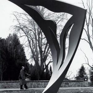 Danielle Thibeault,  Hymne à la vie,  1993. Acier conten peint. 360 x 340 x 210 cm. Photo avec l'aimable autorisation de l'artiste.