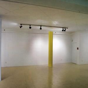 Claude Tousignant, Modulateur luso chromatique, 2005-2006. Acrylique sur aluminium. 244 x 27 x 27 cm. Photo : Guy L'Heureux.